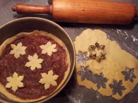 Kuchen-mit-Quittenmus-Orangenschalen-Walnuessen-Muerbeteig