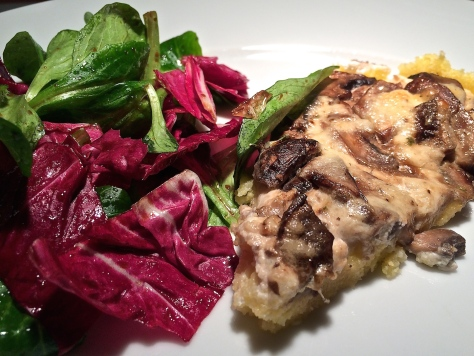 Kraeuter-Polenta-mit-Pilzen-Salat