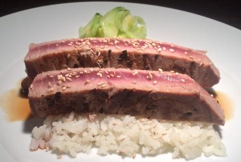 Thunfisch-mit-Sesam-Gurken-Apfel-Salat-Rezept