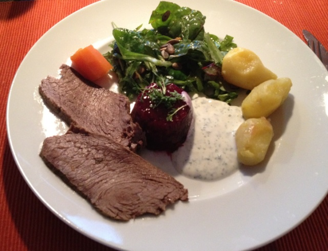 Tafelspitz-mit-Rote-Bete-Terrine-Salat-Kartoffeln-img_1426