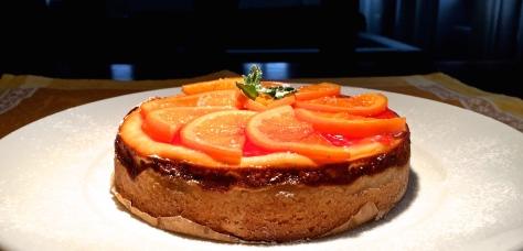 Orangen-Kaesekuchen mit Ricotta, saurer Sahne, Blutorangen-Marmelade und Minze