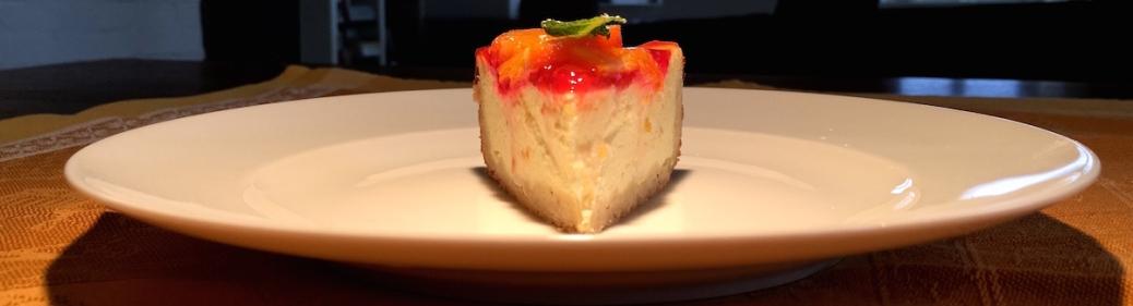Orangentorte mit Ricotta-Saurer-Sahne-Fuellung und Blutorangen-Topping
