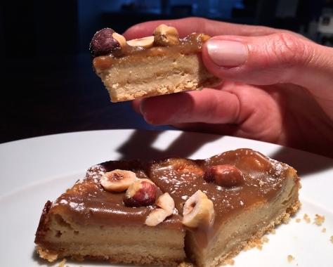 Kaesekuchen mit Karamell-Haselnuessen-und-Baiser-IMG_4609