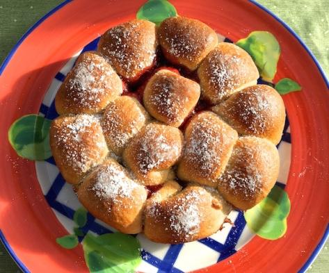 Buchteln gefuellt mit Marmelade