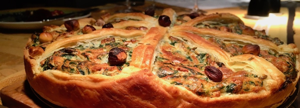 Tarte mit Blätterteig Ricotta Pinienkernen Spinat und Haselnüssen